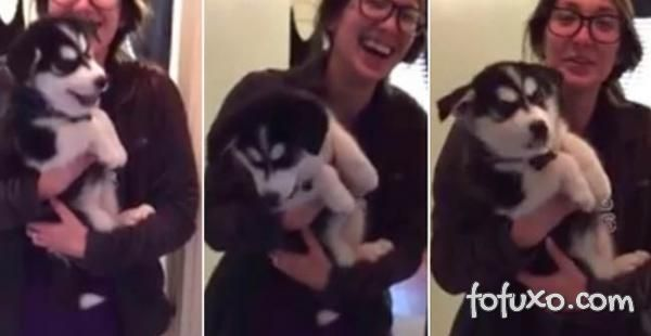 Filhote de cão acha que sabe latir