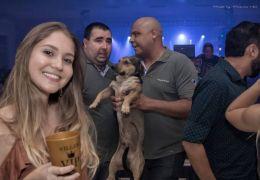 Foto de cachorro penetra de festa viraliza na internet