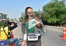 Corredora encontra filhote de cachorro perdido e faz maratona com ele