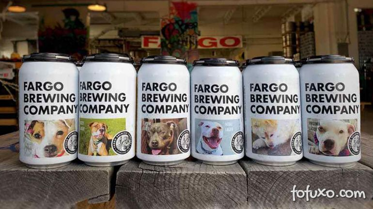 Latas de cerveja estampam fotos de cães para adoção