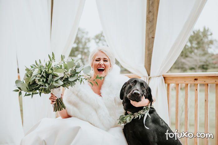 Noiva faz ensaio com cachorro e resultado fica incrível