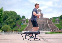 Empresa lança cachorro robô mais rápido do mundo
