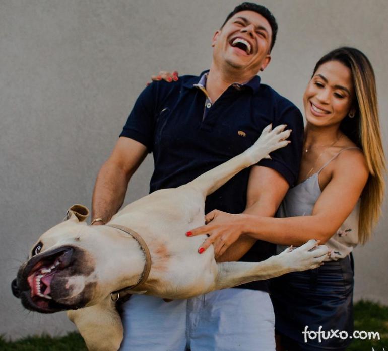 Casal viraliza com cachorro em ensaio pré-casamento - Foto 1