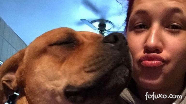 Mulher encontra cachorro perdido há 2 anos
